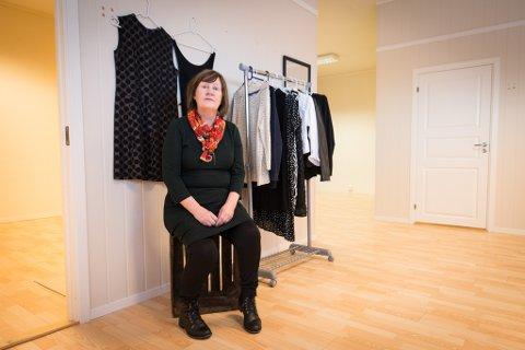 DRIVER BUTIKK: Susanne Sarre informerte nylig de som har vært innom butikken, via sosiale medier. – Jeg kontaktet helsevesenet, som syntes det var en god idé med meldingen, sier hun.Bildet er tatt da hun startet opp butikken.