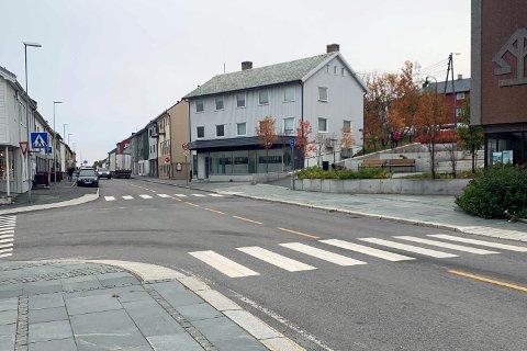 HAR IKKE KOMMET: Fra Saxikrysset og opp mot Veisletta skulle det egentlig bygges et opphøyd gangfelt.
