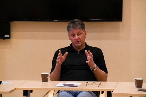 TYDELIG: Rådmann Bjørn-Atle Hansen er tydelig på at spredning av lister over koronasmittede i Alta må slutte øyeblikkelig. Her fra formannskapet i forrige uke.