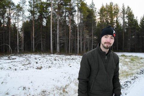 NUMMER ÉN: Svein Svendsen (27) ble trukket ut som nummer én for å velge seg kommunal boligtomt i boligfeltet Holstbakken Øst.