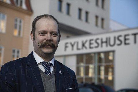 Bjarne Rohde (SV),  fylkesråd for utdanning i Troms og Finnmark.