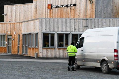 TRAFIKKONTROLL: Statens vegvesen har en trafikkstasjon på Kvenvikmoen. Her kan de kontrollere alle typer kjøretøy.