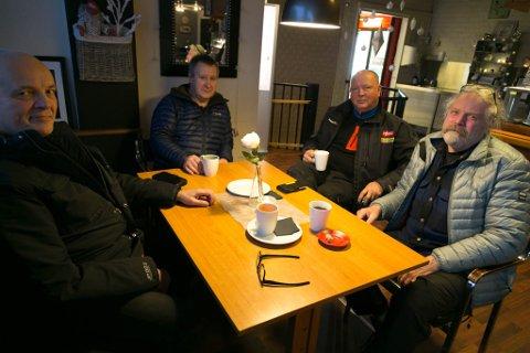 BILLIGSELSKAP: Selg gjerne flybilletter billig, men gi arbeiderne det de skal ha, mener Kjell Kristiansen, John Einar Jervidalo, Ulf Eilif Hildonen og Bjørnar Moen.