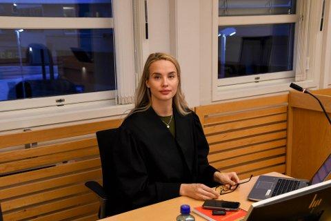 BA OM FENGSEL: Aktor Guro Angell Steffensen ba onsdag om fengsel i tre år for den tiltalte mannen.