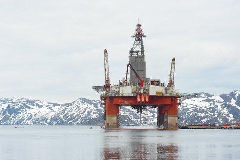 "LØNNSOM: Letingen i Barentshavet har vært lønnsom, påpekes det i en rapport fra Oljedirektoratet. Her Seadrills borerigg ""West Hercules"" ved Polarbases kai i Ryoefjord"