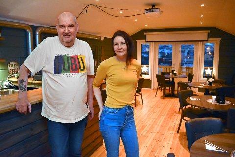 FLOTT, MEN LITEN: Spisesalen på Berlevåg Motell er flott, men har bare 24 plasser. Derfor har Torgeir Jacobsen og datteren Carina Jacobsen tenkt å bygge restaurantdel når de utvider motellet.