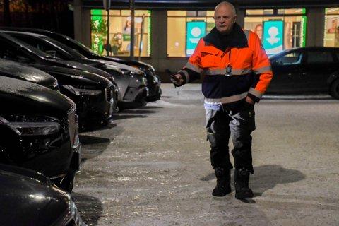 TILBAKE: Magne Johansen i Alta fikk i høst operert inn en ny hofte. Ikke lenge etter var han tilbake i jobben som parkeringsvakt.