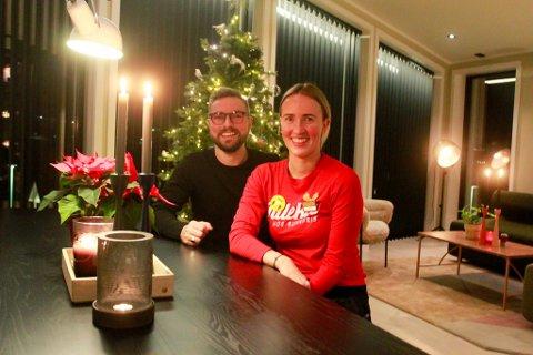 SVÆRT FORNØYDE: Kjell Raymond Nygård og Guro Nygård-Klemo er fortsatt ikke helt ferdige med huset i Saga, men i hovedsak er de klare for å feire jul i sitt nye hjem.