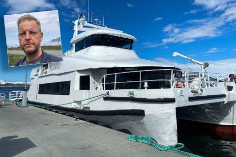 AVHENGIG AV HURTIGBÅTENE: Steinar Halvorsen er klar på at de er som næringsaktør på Sandland er avhengig av at passasjerer kan ta VargsundXpressen og LoppaXpressen.