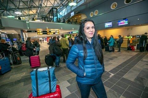 KANSELLERT: Passasjer Beate Svendsen ante ikke noe om flyproblemene mandag før Nordlys informerte henne på flyplassen i Tromsø.