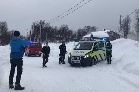 Operasjonssentralen i Finnmark kan opplyse at det ikke skal være personer til stedet i boligen.