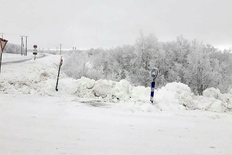 FULL STOPP: Her blir det full stans for snøskuterne som ønsker å følge løypa ned til Masi.