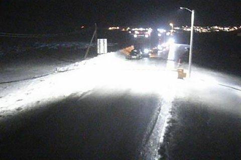KOLONNE: Bilene bak bommen i Mehamn kan snart komme seg videre.