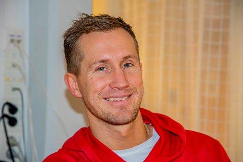 SKRYTER: Morten Gamst Pedersen skryter av hva Alta har fått til som by i Finnmark, og er sterkt ønsket som fotballspiller av Alta IF.