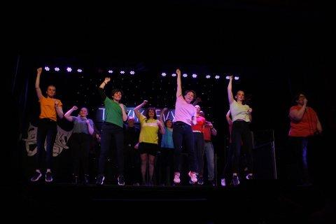 BlimE: Siste innslag i 1.akt var den originale blimE-dansen med delvis egenskrevet tekst.