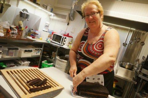ISLANDSK: Hammerfestingene elsker den islandske sjokoladakeka til Gudbjørg Maria Sigmundsdottir. Her fra da familien først startet Café Cozy i 2016.