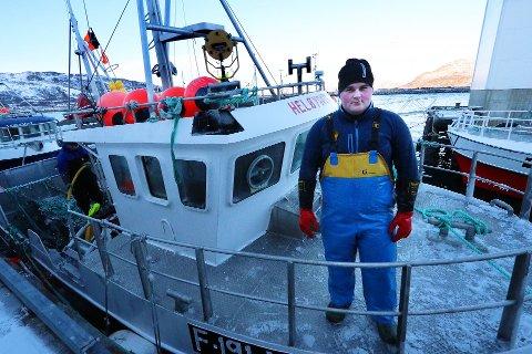 UNG OG REGIONALISERT REDER: Den 21 år gamle rederen, Jacob Edvard Heløy, er opprinnelig fra Helgeland, men har flyttet med familien til fremgangsrike Nordvågen. Her leverr han på Vengsøya i Tromsø kommune.