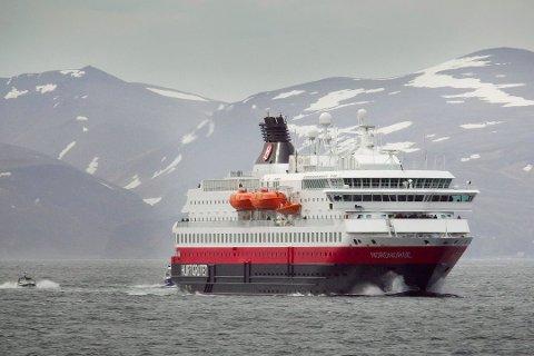 TAR GREP: Hurtigruten stenger skipene for alle som har vært utenfor norden.
