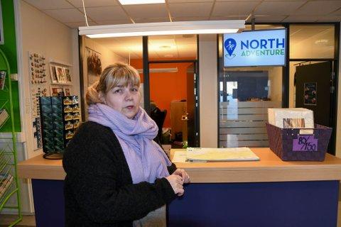 MÅTTE STENGE: Daglig leder Henriette Bismo Eilertsen i North Adventure AS i Alta måtte stenge turistinformasjonen i Alta i vinter på grunn av korona.