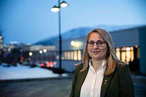 SKAL IVARETA: Karin Eriksen (Sp), fylkesråd for næring og miljø i Toms og Finnmark fylkeskommune, er opptatt av at politikerne må gjøre det de kan for å berge bedrifter gjennom krisen.