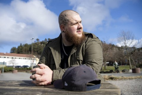Eric Lochli (27) er misfornøyd med behandlingen han fikk hos Mecha Ink Tattoo Studio i Arna.