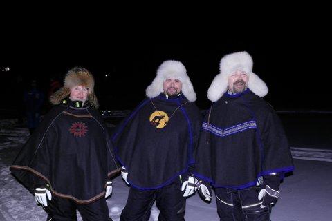 GOD STEMNING: Mye latter i kveldstiene ved Suolovuopmi. Fra høyre, Helene, Kim Hugo Fjellheim og Håvard Mathilassi.