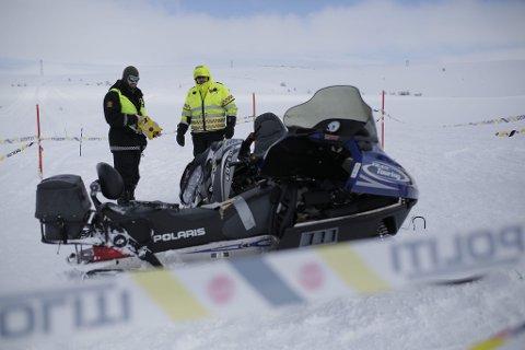 FORTSETTER ETTERFORSKNINGEN: Det skal ikke ha vært snøvær og dårlig sikt da to snøscootere kolliderte på lørdag i Hammerfest kommune. Foto: Tor Even Mathisen
