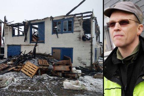TOTALSKADD: Per Ivar Grundnes er brannmann i Vardø, og måtte i natt redde sitt eget pakkhus unna flammene på kaia. Dessverre ble bygget totalskadd i brannen.