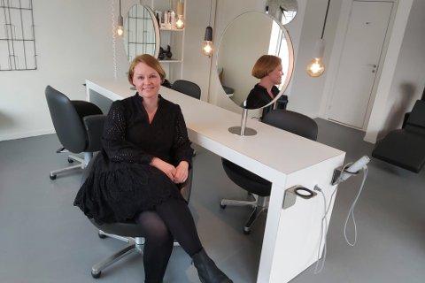 HEKTISK: Det ble en travel dag for daglig leder Nina Christensen Stien og Dus Hammerfest AS da frisører igjen åpnet dørene mandag.