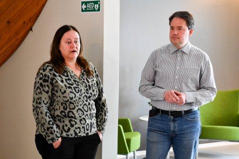 NY SJEF: I8. mai ble Eva Håheim Pedersens nære medarbeider, Lena E. Nielsen, ansatt som den første klinikksjefen i Alta. Til høyre: Avdelingsleder Robert E. Kechter.