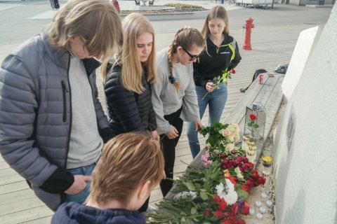 MINNES: - Kjære venn, du vil aldri bli glemt. Adrian, Rolf-Emil, Maia, Henriette og Alva minnes sin gode og omsorgsfulle klassekamerat.