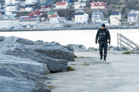 ETTERFORSKES: Politiet jobbet på stedet natt til tirsdag.