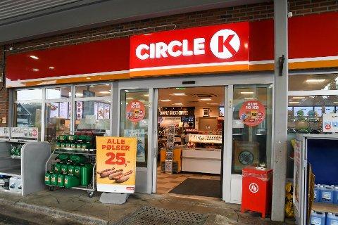 ÅPNET SEG: Dørene på denne Circle K-bensinstasjonen på Elvebakken åpnet seg natt til 19. september i år da bensinstasjonen var stengt. Bildet er tatt ved en annen anledning.