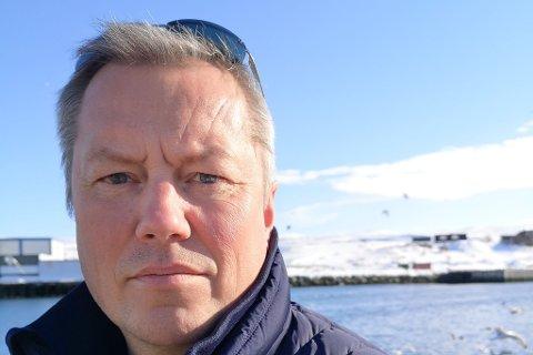 GRUNN TIL Å VÆRE BEKYMRET: Båtsfjord-ordfører Ronald Wærnes (SP) følte seg ikke trygg på å beholde det lokale bankkontoret, selv om han ble forsikret om at det skulle bestå kun måneder før det ble lagt ned.