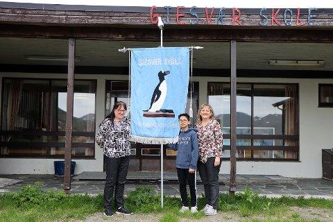 På fredag stenges dørene ved Gjesvær skole. Skolen markerer sine 125 år, samtidig som den nå legges ned.