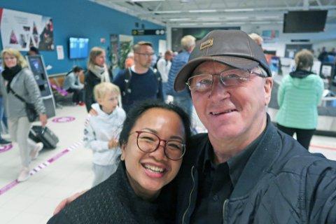 HJEMKOMST: Pål Reidar Fredriksen kjørte og hentet kona Monna på flyplassen i Alta mandag.