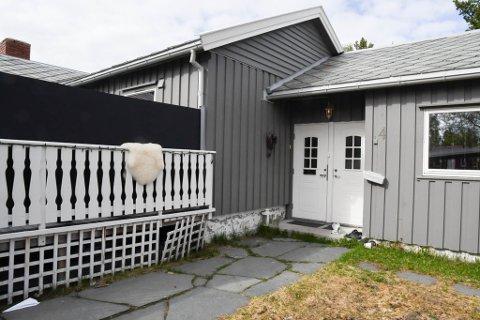 FUKT: Retten kom fram til at det har vært fukt og mugglukt i denne boligen på Midtbakken i Alta, og at selger holdt tilbake opplysninger om dette.