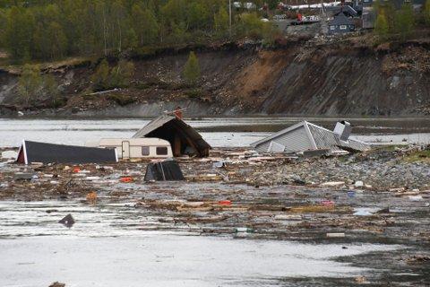 TOK ÅTTE BYGNINGER: Skredet i Kråknes var cirka 650 meter langt og 40 meter høyt,