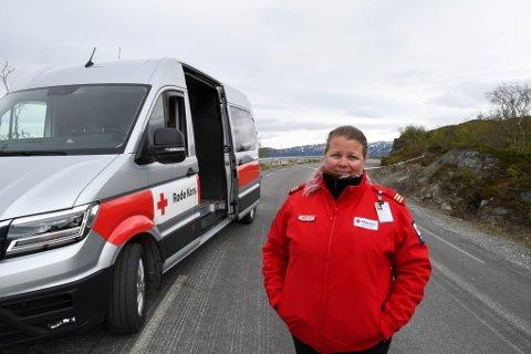 PÅ VAKT: Anette Karlsen i Alta Røde Kors var vakt ved Kråknes torsdag.