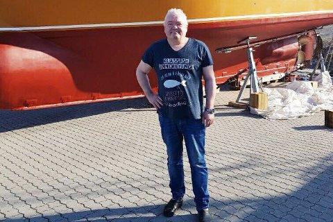 FORNØYD: Bjørnar Julius Jonassen er godt fornøyd med hvordan bedriften hans, Vidjenes AS, har klart seg det siste året. De gode tidene har ført til at han kan investere 120 millioner kroner i en ny båt for bedriften.