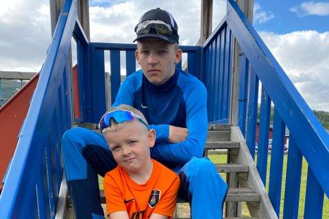 SKUFFET: Håvard Hansen (14) og broren Lars Magnus (8) synes det er dårlig gjort å stjele eiendelene deres.