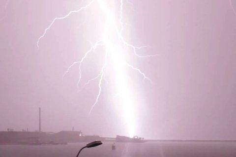 KAN BLI HEFTIG: Meteorologene melder om fare for torden og lyn. Illustrasjonbilde.