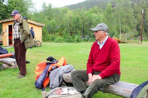 FIKK LAKS: Kong Harald og hans følge har vært på nye fiskedøgn i Mikkeli og Hesja. Her er kongen i   Sorrisniva i 2020 etter døgnene i fjor.