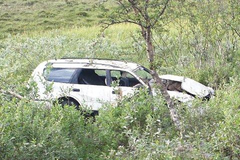 ENDTE HER: En bil kjørte av veien natt til søndag.