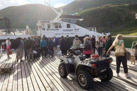 SMEKKFULL: Her i Hellesfjord var det mange som fikk ekstra ventetid fordi båten var full søndag.