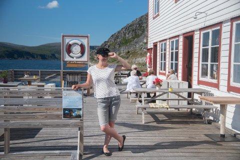 SOMMER: Aina Nygård har visst nok å gjøre på Foldalbruket i Kjøllefjord for tiden.