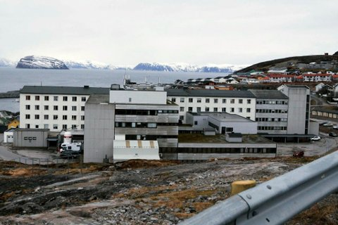 TILTAK: Finnmarkssykehuset ber ansatte droppe utenlandsturene nå. Her er sykehuset i Hammerfest avbildet.