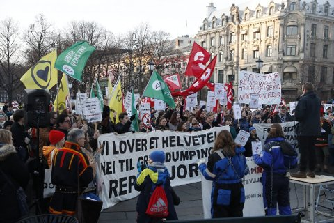 DEMOSTRERTE: Demonstrasjoner utenfor Stortinget tidligere i år, mot gruvedumping i Repparfjord.