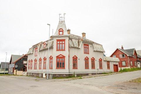 """SPESIELT: Sorenskriverboligen blir på folkemunne kalt """"slottet"""", og er bygget i 1919. Nå står det til salgs med en prisantydning på 3,2 millioner."""