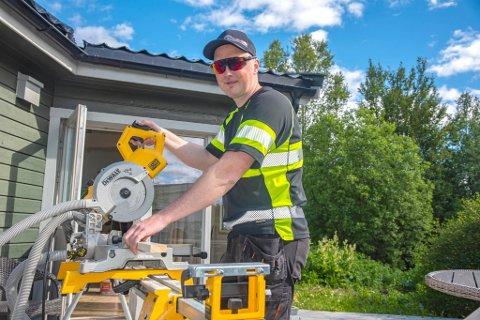 ALENE: Bernt Ivar trives godt med å jobbe alene.